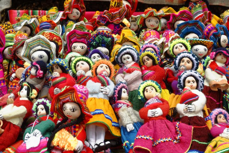 Handgjorda indiska dockor, uros som svävar öar, puno, Peru royaltyfri foto