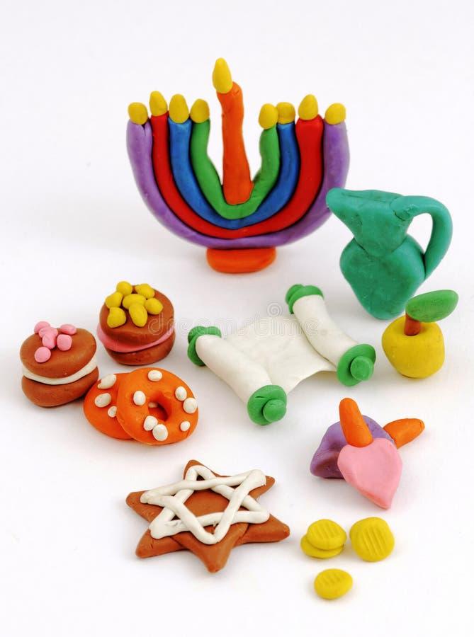 Handgjorda plasticineleksaker för Chanukkah Modellera färgrik textur för lera bakgrund isolerad white royaltyfria foton
