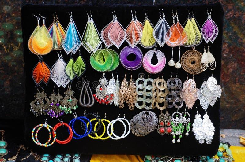 Handgjorda tibetana smycken arkivbild