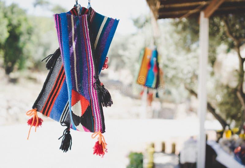 Handgjort färgrikt hänger lös arkivbilder