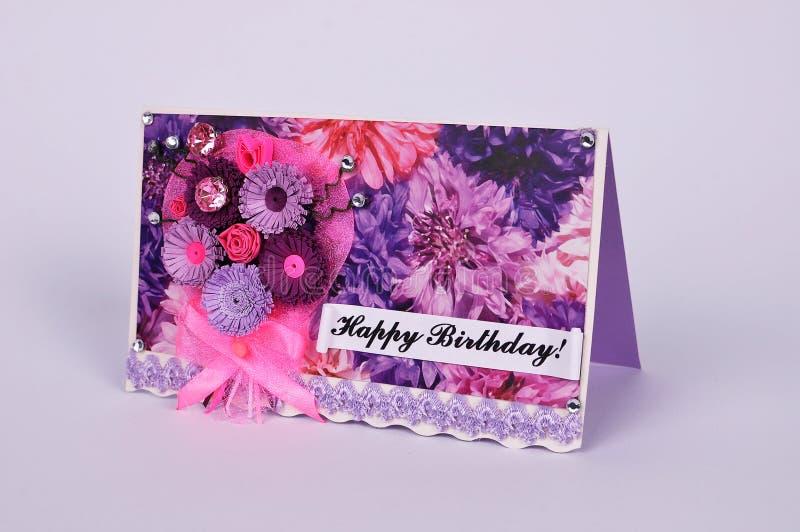 Handgjort födelsedaghälsningskort i quilling teknik royaltyfri bild