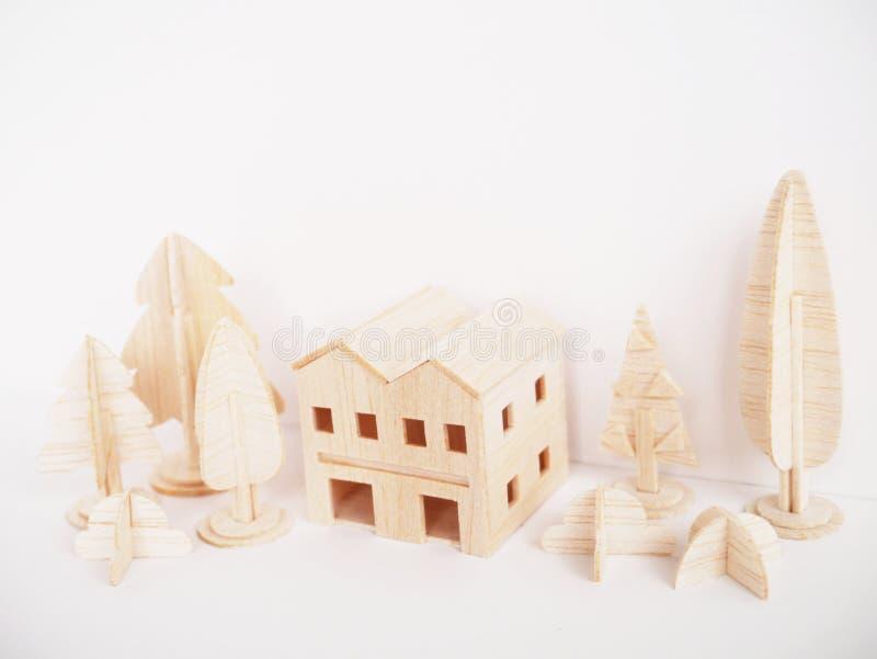Handgjort minsta för miniatyrträbitande konstverkhantverk för modell royaltyfri fotografi
