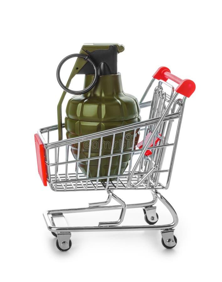 Handgranat i shoppingvagn fotografering för bildbyråer
