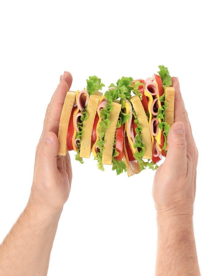 Handgriff eines großen Sandwiches lizenzfreie stockfotografie