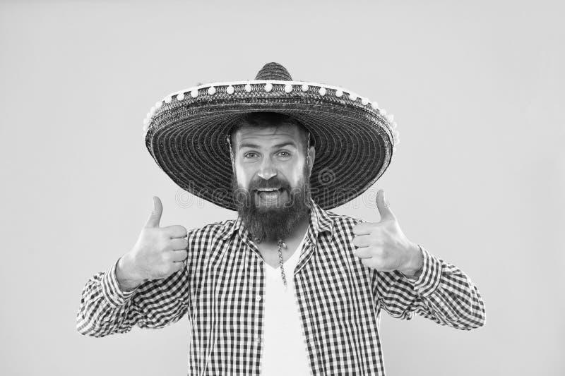 Handhaaf traditie Mexicaanse kerel feestelijke uitrusting klaar te vieren Van de de slijtagesombrero van de mensen de gebaarde vr stock afbeeldingen
