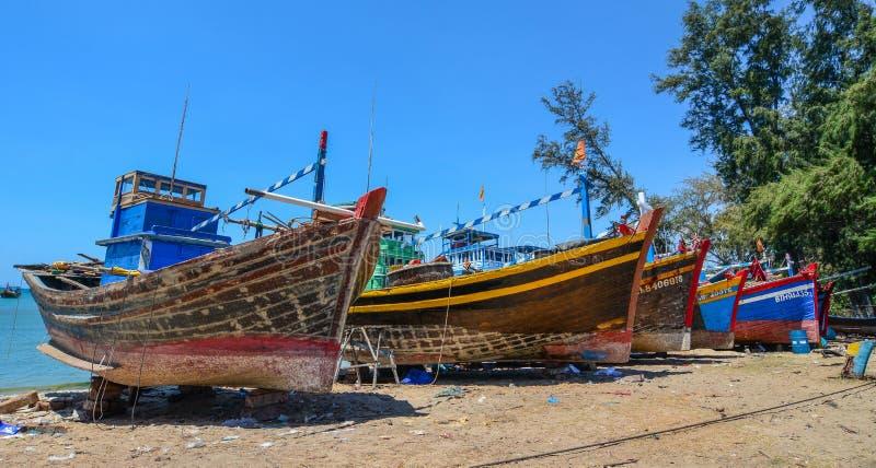 Handhaaf vissersboten op strand royalty-vrije stock foto