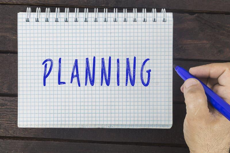 Handhandstil på notepaden: Planera fotografering för bildbyråer