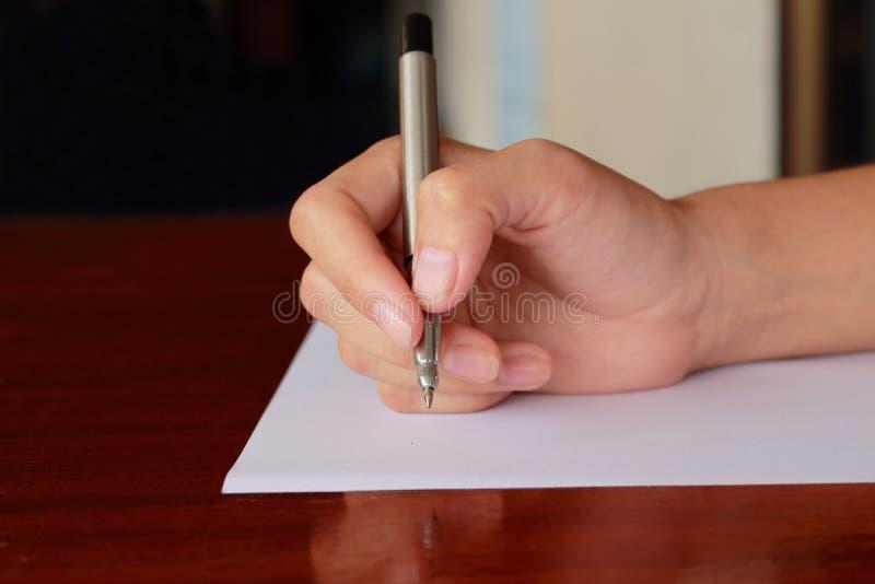 Handhandstil vid pennan arkivfoto