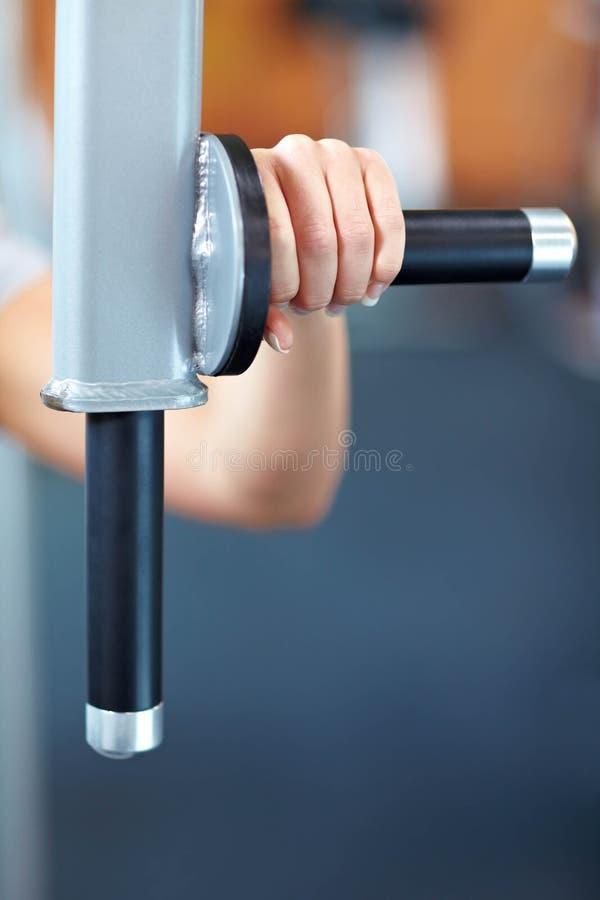 Handholding-Trainingsmaschine lizenzfreie stockfotos