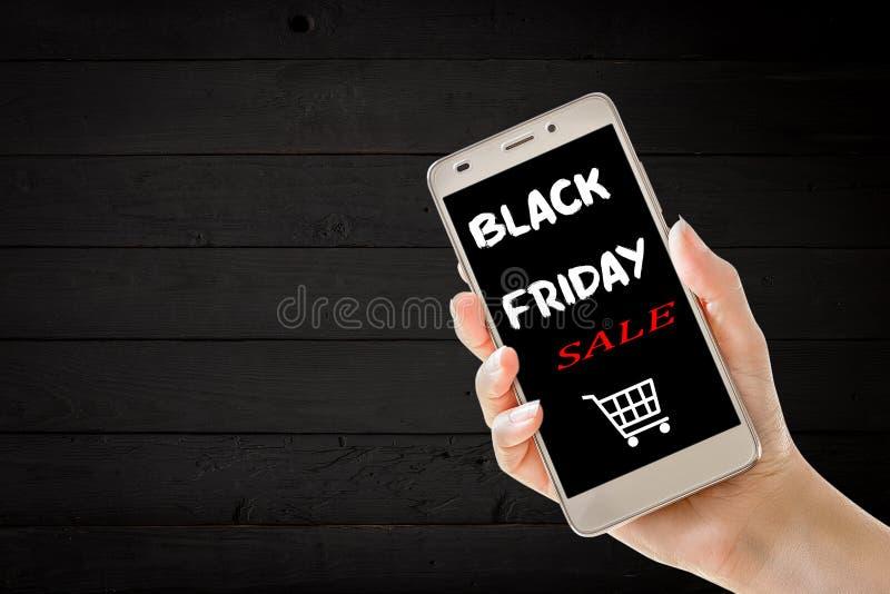 Handholdingmobiltelefon mit schwarzem Freitag-Text stockfotos