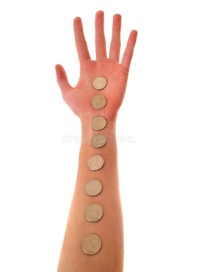 Handholdingzeile der Münzen lizenzfreie stockfotos