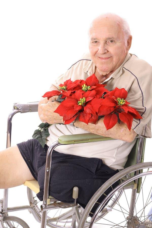 Handikapmann im Rollstuhl mit Blumen lizenzfreies stockbild