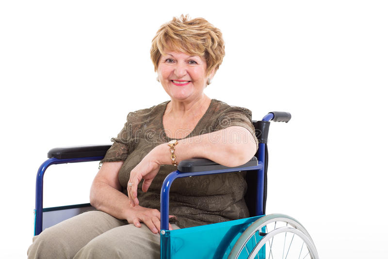 Handikappad kvinnarullstol för åldring arkivfoton