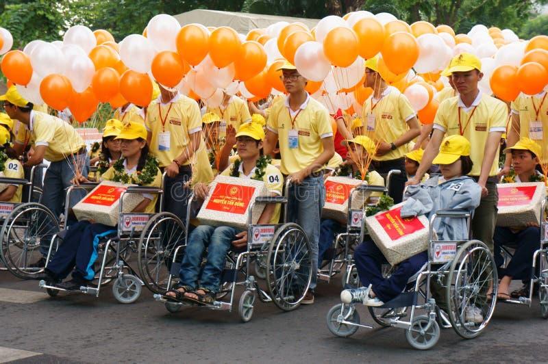 Handikappat folk på rullstolen på gemenskapaktivitet royaltyfria foton