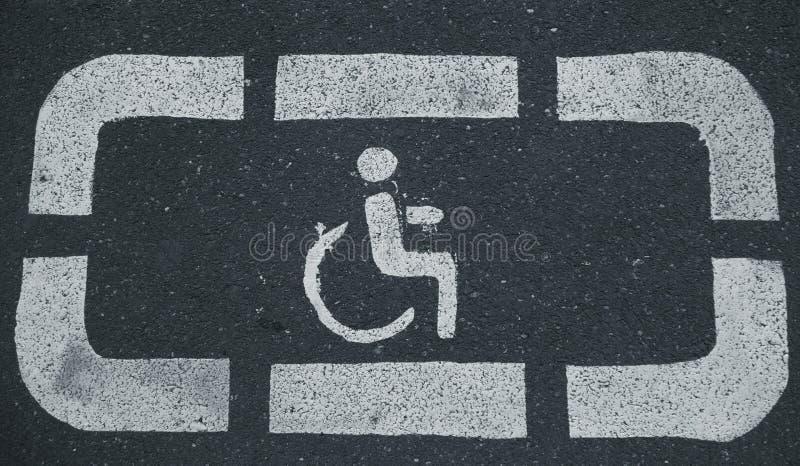 Handikappparkeringsområden som reserveras för rörelsehindrat folk arkivbilder
