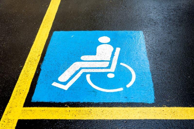 Handikappteckenparkering royaltyfria bilder
