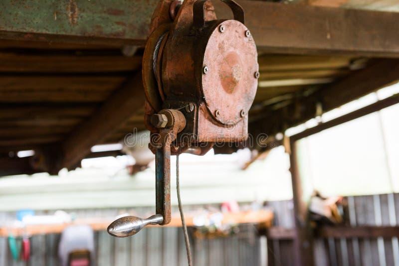 Handkruk in de workshop stock fotografie