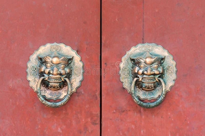 Handl tradicional característico da porta foto de stock