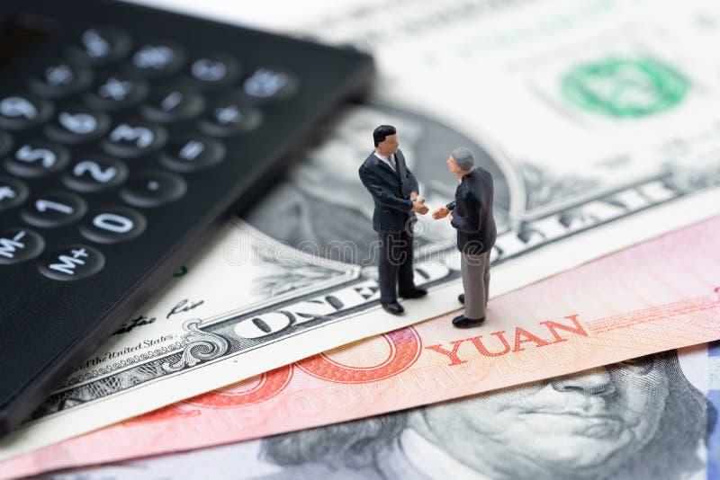 Handlar den ekonomiska riktningen f?r USA- och Kina finans, det krig-, import- och exportavtalet och ?verenskommelsebegreppet, r? arkivfoton