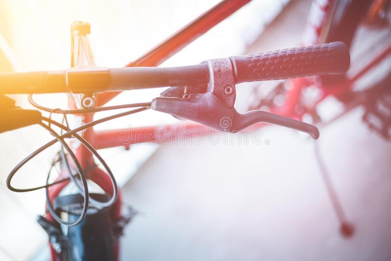 Handlebar велосипеда и перерывы, ремонт велосипеда, запачканная предпосылка стоковые фотографии rf