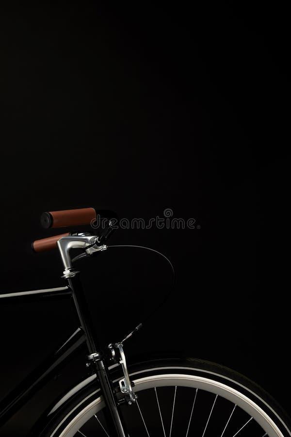 handlebars i koło rocznika bicykl odizolowywający na czerni zdjęcia stock