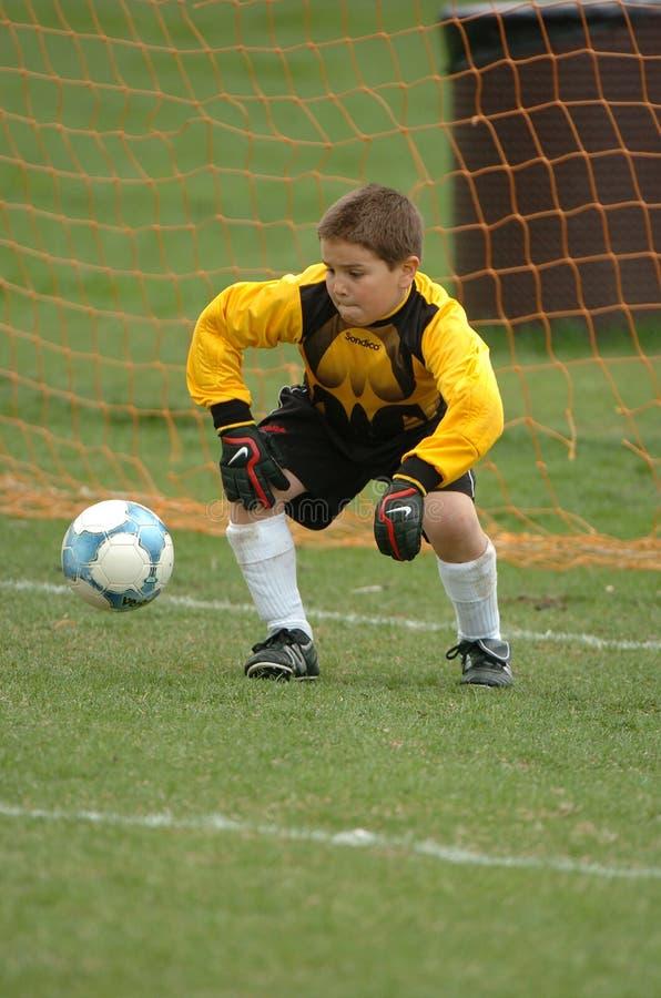 Handling för ungdomfotbolllek arkivbilder