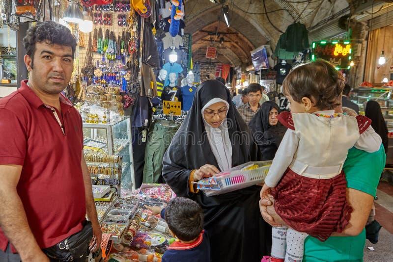 Handlować w Orientalnym bazarze obok Shahr-e-Rey metra sta zdjęcia royalty free
