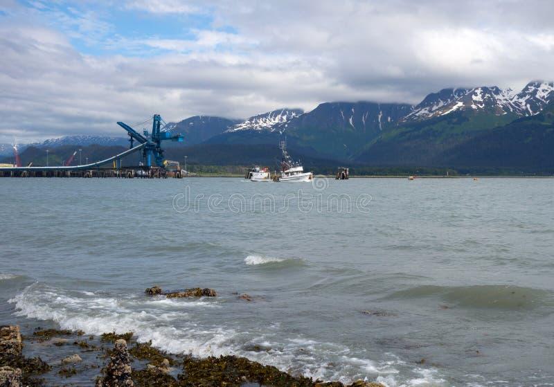 Handlowa łódź rybacka przy seward zdjęcie stock