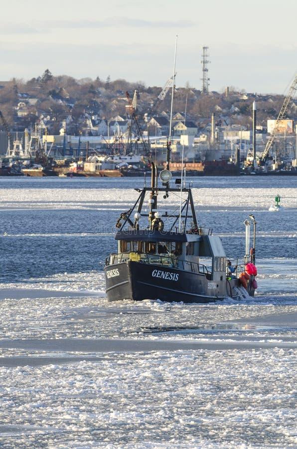 Handlowa łodzi rybackiej geneza w lodowatym Nowym Bedford schronieniu fotografia royalty free