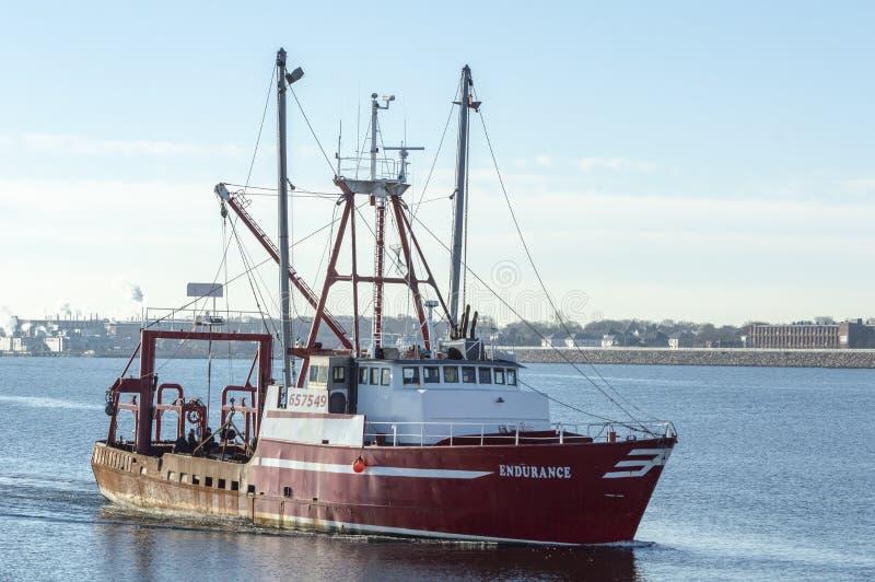Handlowa łodzi rybackiej wytrzymałość zbliża Nowego Bedford obrazy stock