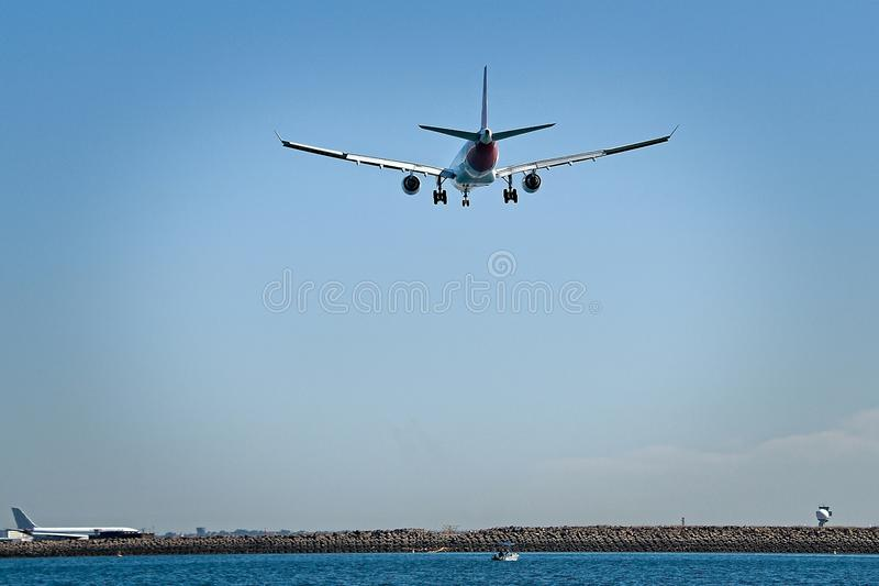 Handlowego samolotu aktywność przy Sydney lotniskiem Aus i loty zdjęcie royalty free
