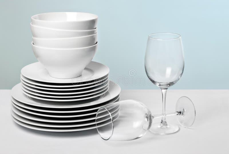 handlowy kryształ rozdaje biały szkła wino obraz stock