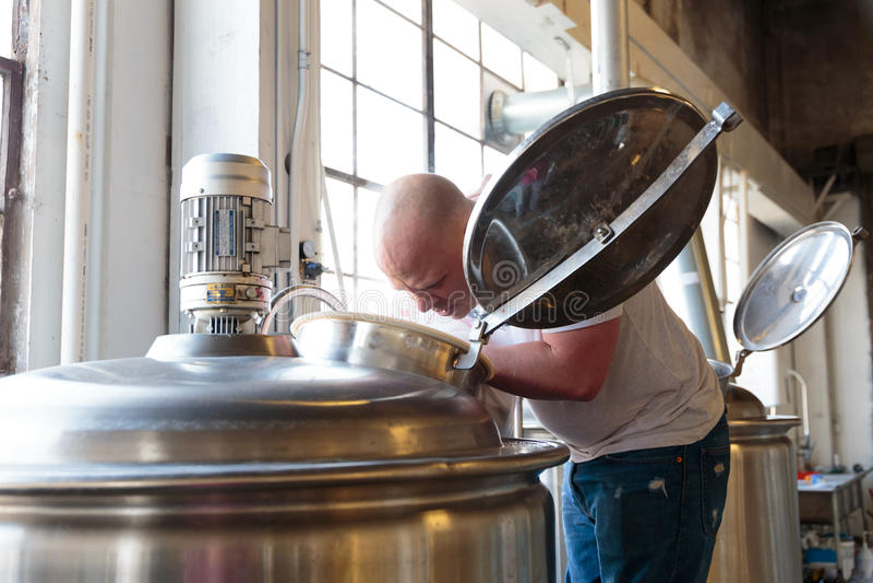 Handlowy rzemiosła piwo Robi przy browarem zdjęcia royalty free