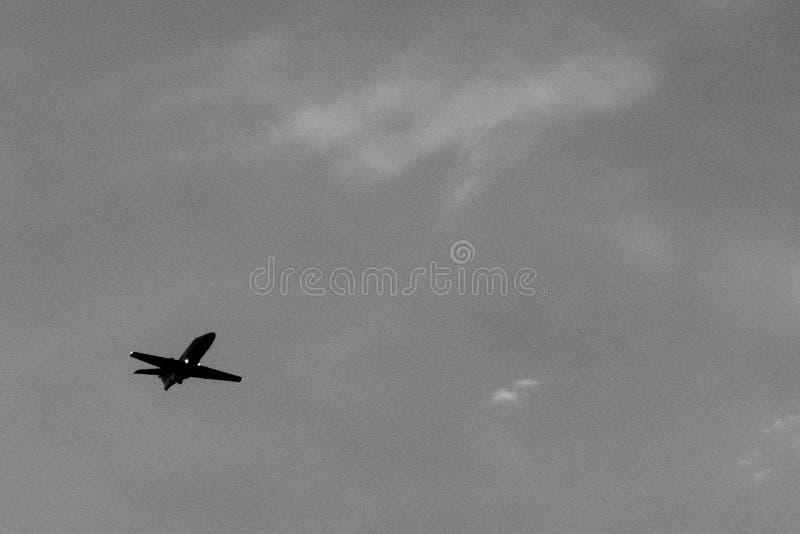 Handlowy samolotowy sylwetki latanie fotografia royalty free