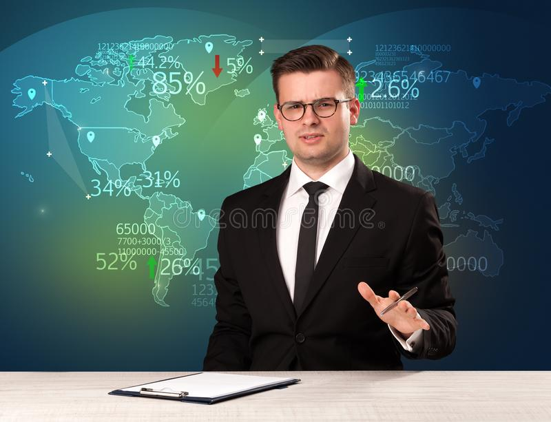 Handlowy targowy analityk jest pracownianego reportażu światowym handlarskim wiadomością z mapy pojęciem obraz royalty free