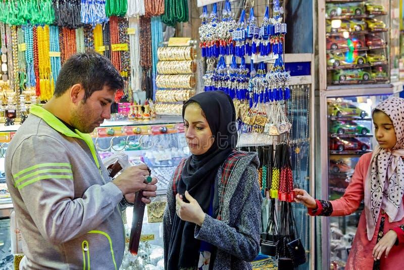 Handlujący na Orientalnym bazarze blisko Shahr-e-Rey staci metru, Tehra fotografia royalty free