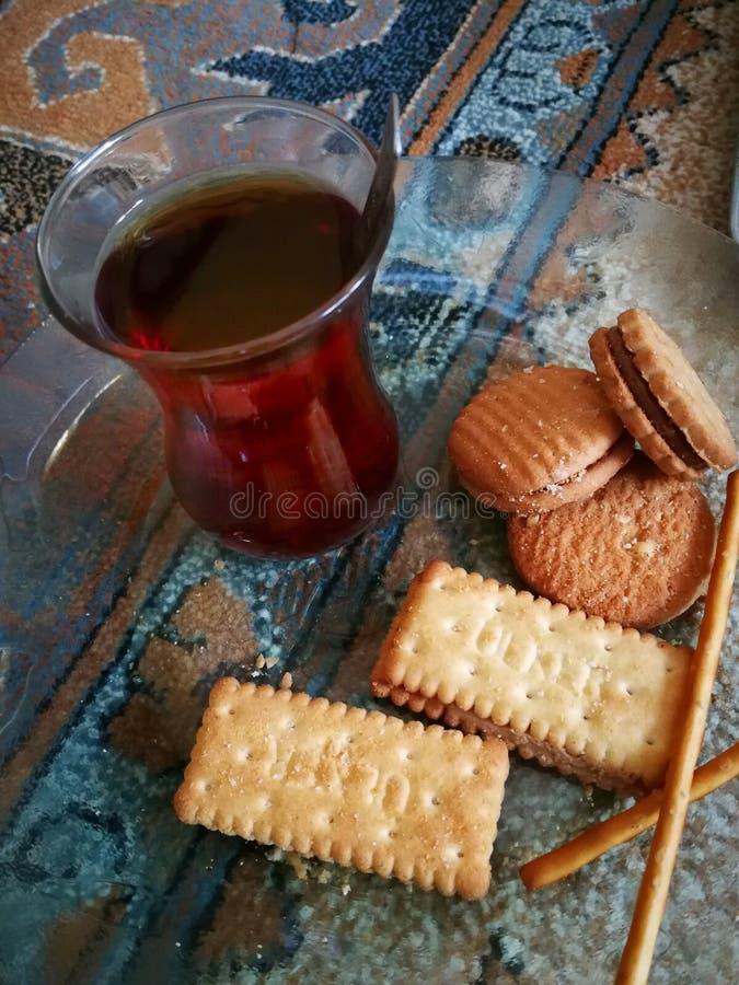 handluje porcelany świeżego porcelanowe truskawek herbatę razem obraz royalty free