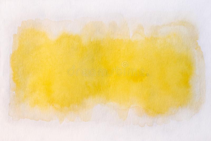 Handmålad gul vattenfärgsbakgrund fotografering för bildbyråer