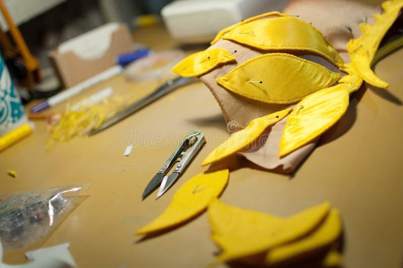 Handmade желтый план для бюстгальтера стоковые фотографии rf