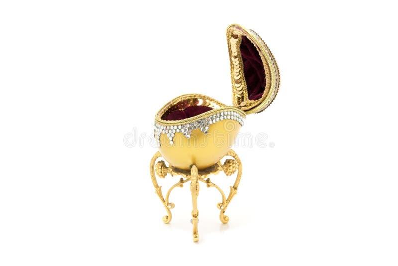 Handmade золотая коробка обручального кольца яичка стоковое изображение rf