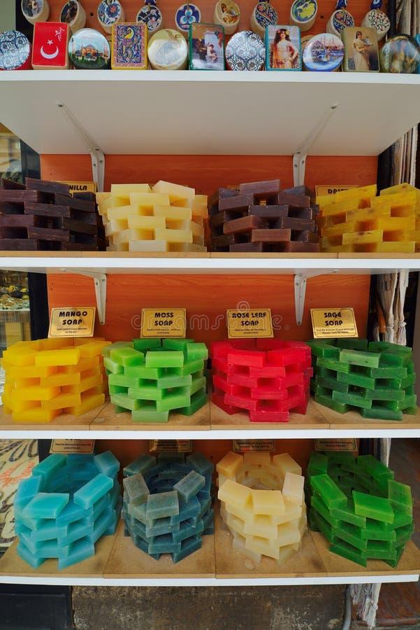 Handmade мыло в грандиозном базаре ходит по магазинам в Стамбуле стоковое фото