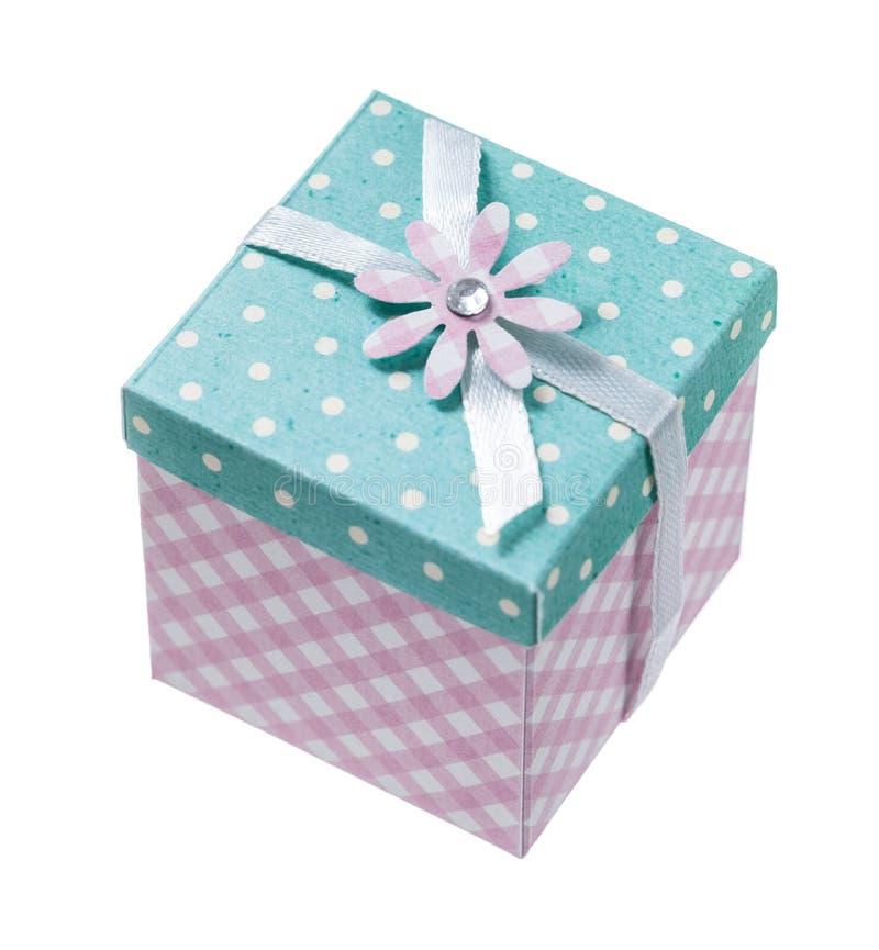 Handmade положенный в коробку подарок изолированный на белизне стоковые фото