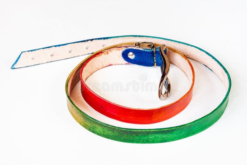 Handmade пояс покрашенный радугой кожаный на белизне стоковые изображения rf
