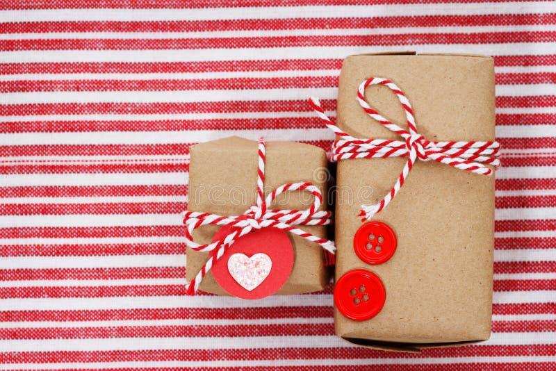 Download Handmade подарочные коробки ремесла Иллюстрация штока - иллюстрации насчитывающей handmade, корабль: 33725530