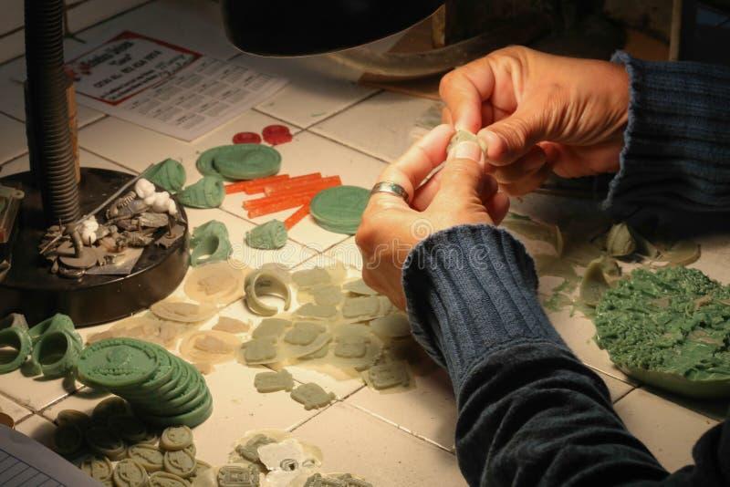 Handmade процесс ювелирных изделий стоковое фото rf