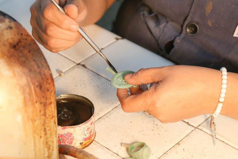Handmade процесс ювелирных изделий стоковые фотографии rf