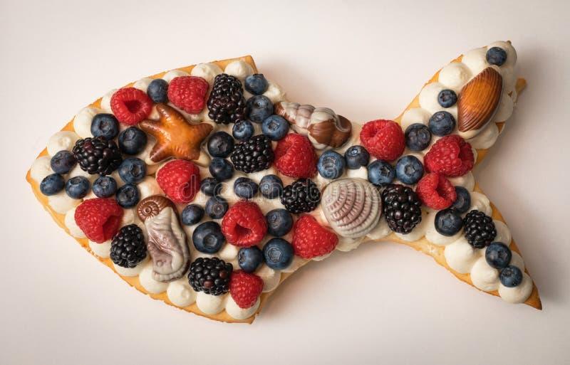 Handmade торт в форме рыб стоковая фотография