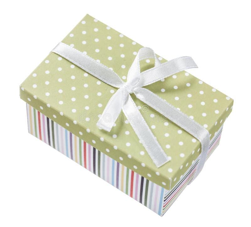 Handmade упакованный подарок на белизне стоковое фото rf
