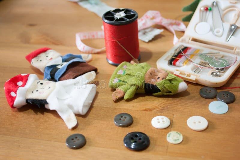 Handmade Bożenarodzeniowy lala palec dla Bożenarodzeniowego prezenta na drewnianym backgr zdjęcia royalty free
