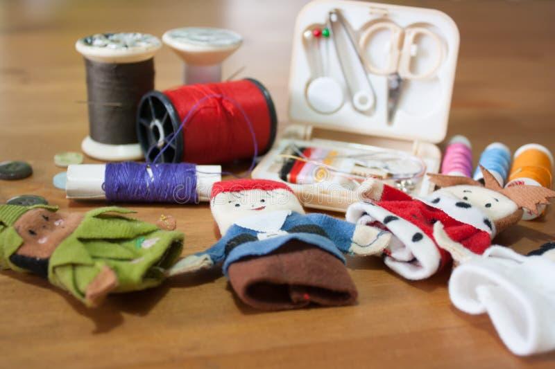 Handmade Bożenarodzeniowy lala palec dla Bożenarodzeniowego prezenta na drewnianym backgr fotografia royalty free